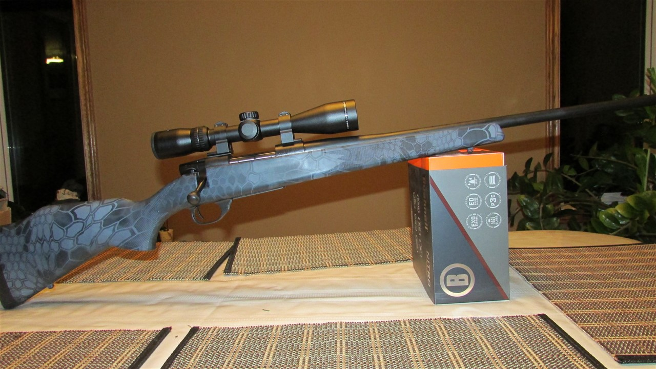 Weatherby Vanguard .223 REM., bolt action rifle. Comes with Hawke Pandrama EV 3-9x40 scope.